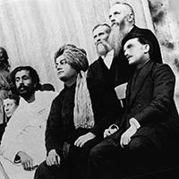 Свами Вивекананда в США, справа Никола Тесла